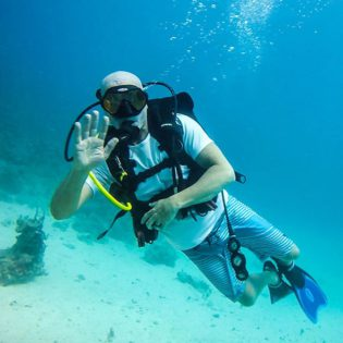 Diving with Atmospheres Liquid Lifestyles